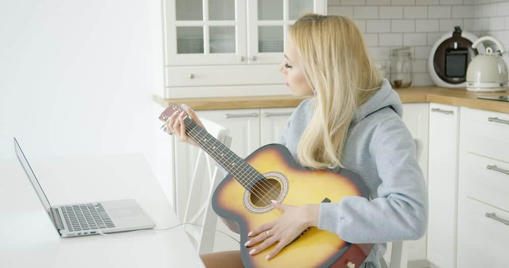 the best acoustic guitar for beginner adults reviewed 2019 guide. Black Bedroom Furniture Sets. Home Design Ideas